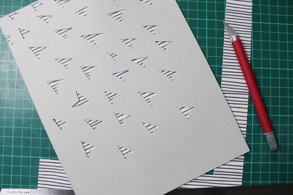 Papierflieger Scherenschnitt Schritt 3