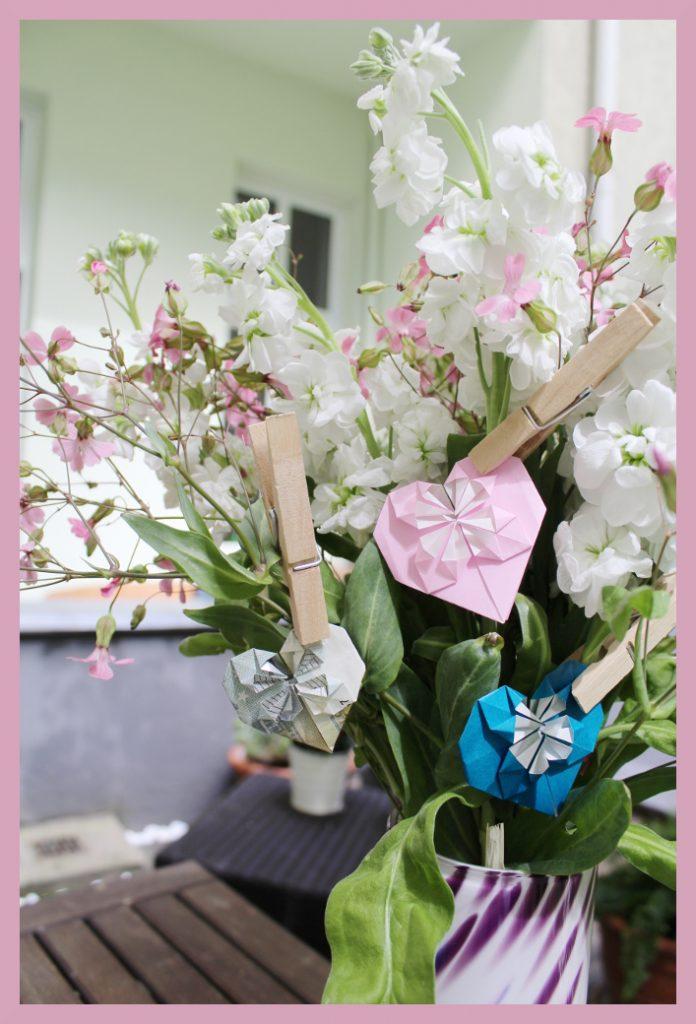 Origami Herz im Blumenstrauß