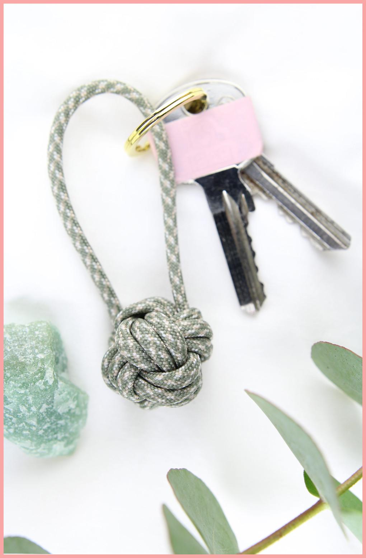 Schlüsselanhänger Knoten mit frau friemel Version für Männer