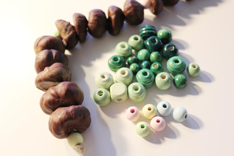 Kastanienketten mit bunte Perlen