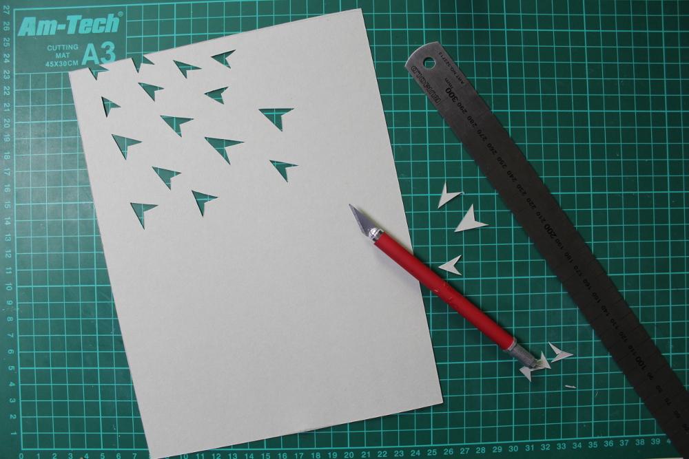 Papierflieger Scherenschnitt Schritt 2