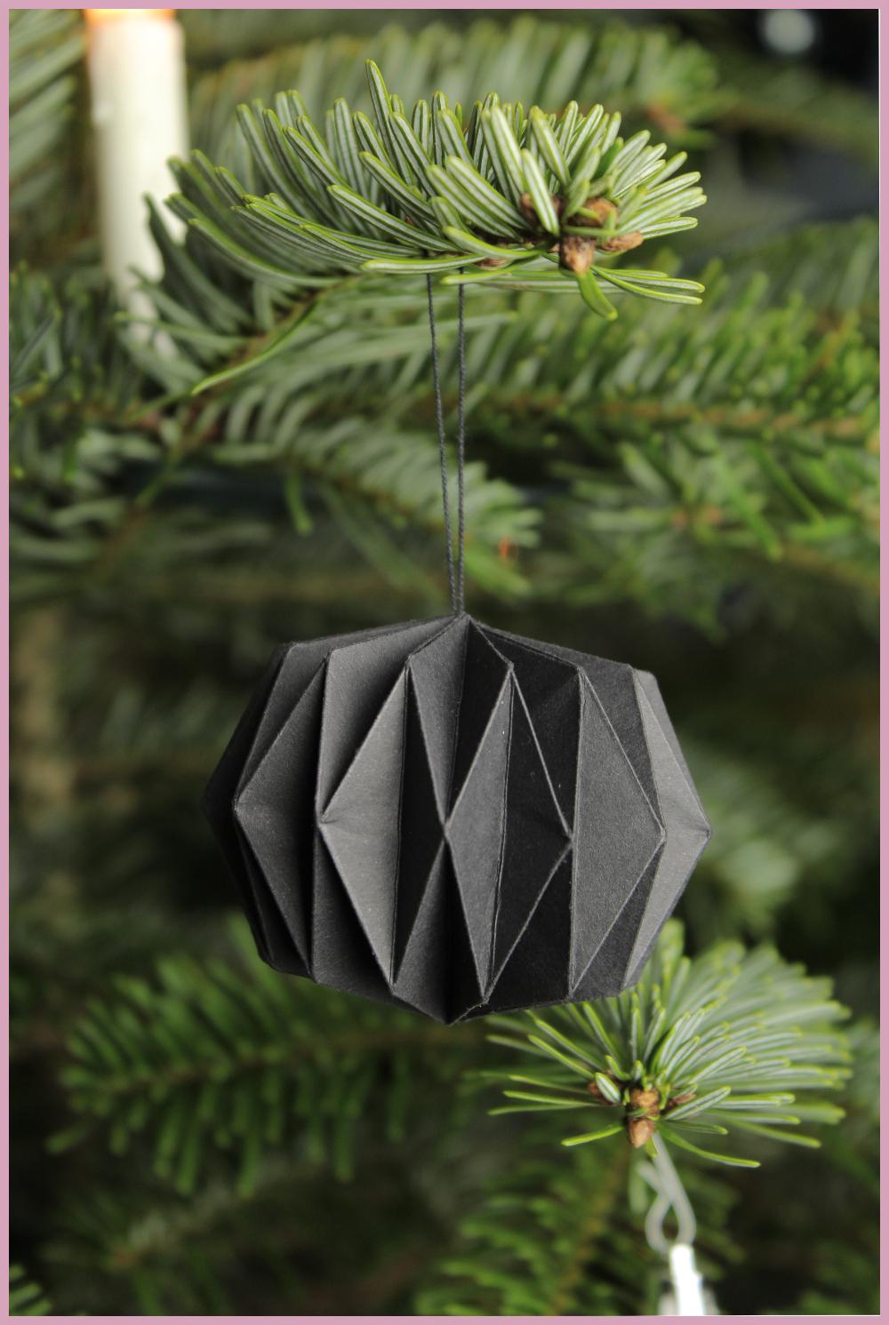 Weihnachtsbaumschmuck aus Papier von frau friemel