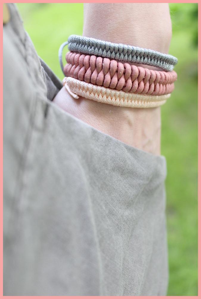 Fischschwanz Armband aus Lederschnur und Perlgarn