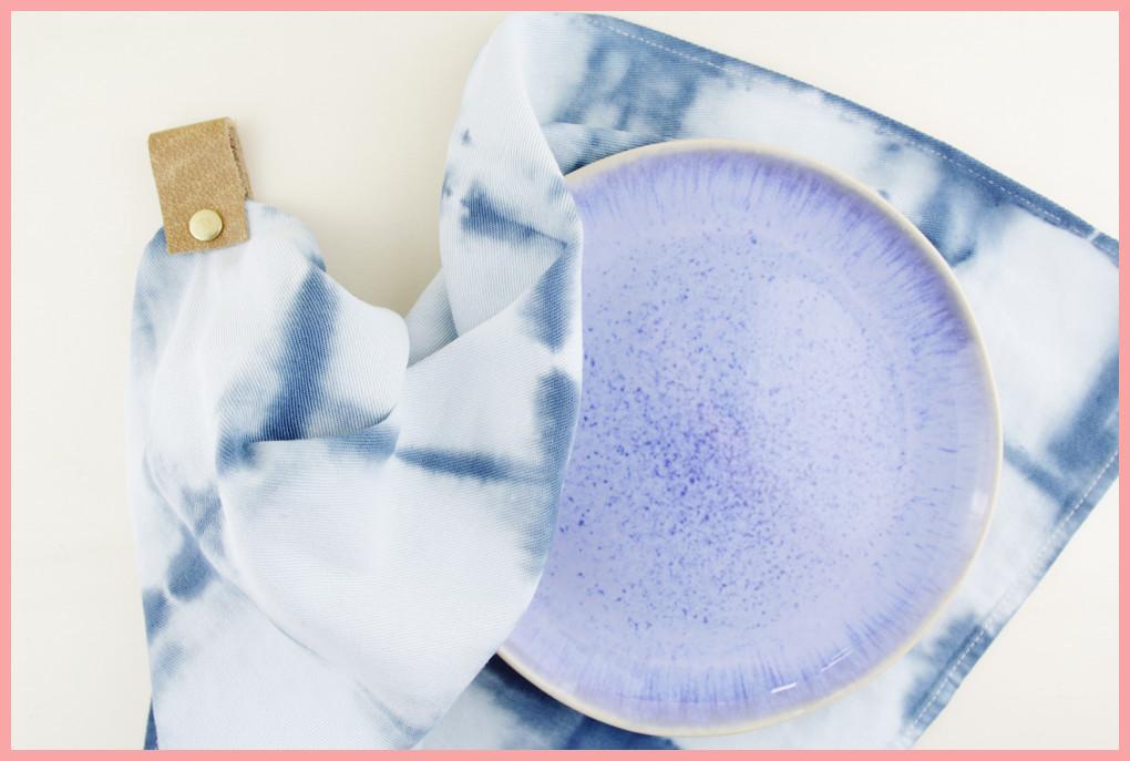 Shibori Geschirrtücher selbst gestalten mit Aufhänger aus Leder